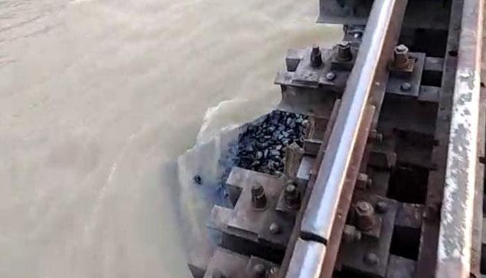 समस्तीपुर-दरभंगा रेल ट्रैक पर परिचालन प्रभावित, दूसरे दिन भी रद्द की गयीं 11 ट्रेनें