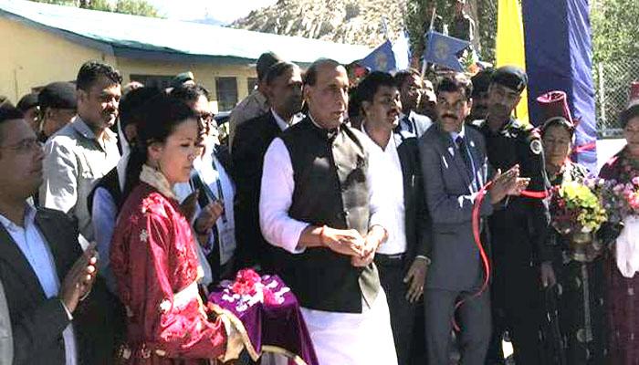 रक्षामंत्री राजनाथ सिंह ने भाषण के दौरान पाकिस्तान को खूब लताड़ा
