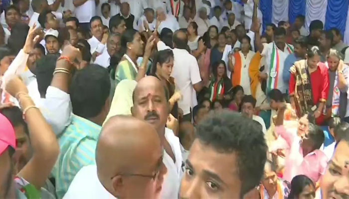 डीके शिवकुमार की गिरफ्तारी पर हंगामा, दिल्ली से लेकर कर्नाटक तक कांग्रेस कर रही विरोध प्रदर्शन