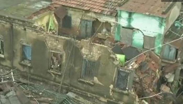 मुहर्रम का जुलूस देखते वक्त मकान की छत गिरी, एक बालक की मौत चार घायल